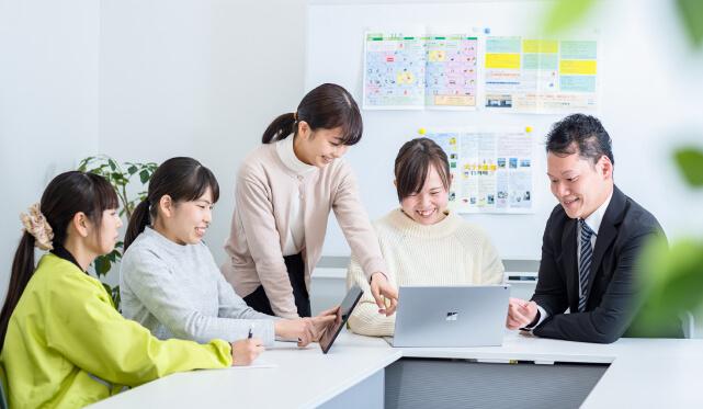 http://scola.maruc-group.jp/wp/wp-content/uploads/2021/02/office_02_yamagoe-c.jpg