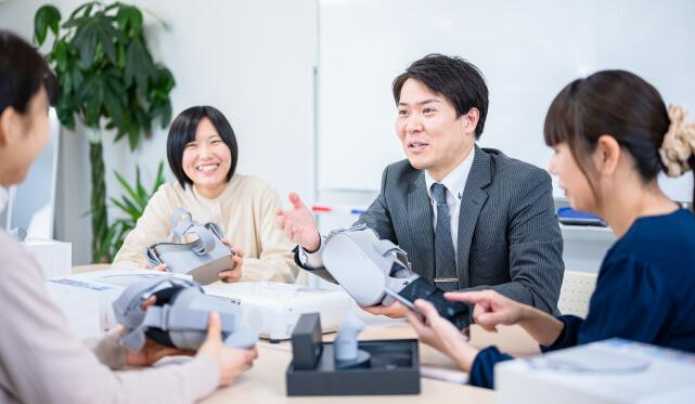 http://scola.maruc-group.jp/wp/wp-content/uploads/2021/02/office_05_takewara-c.jpg