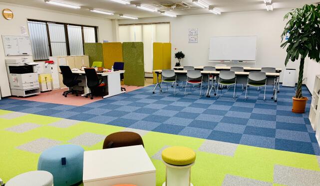 http://scola.maruc-group.jp/wp/wp-content/uploads/2021/02/office_06_kishi-b.jpg